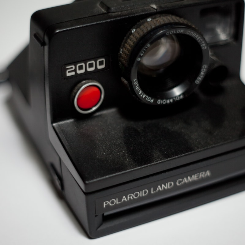 Polaroid land camera 2000