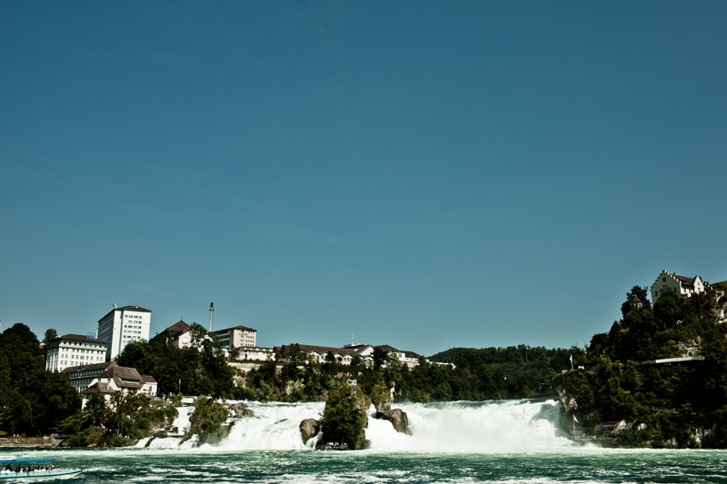 Vakantie is de watervallen van Schaffhausen bezoeken