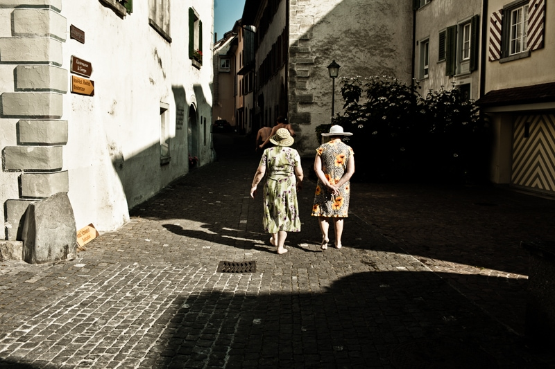 Vakantie is oude dametjes op blote voeten.